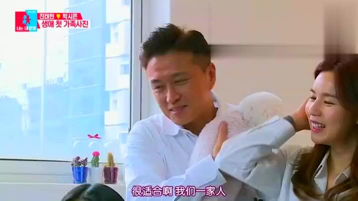 韩国女星拍全家福,女儿和她站一起像闺蜜很般配颜值很高