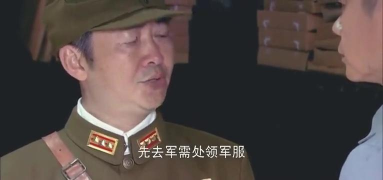 国军战士穿着八路的军服,在国军大本营大摇大摆,领导怒了