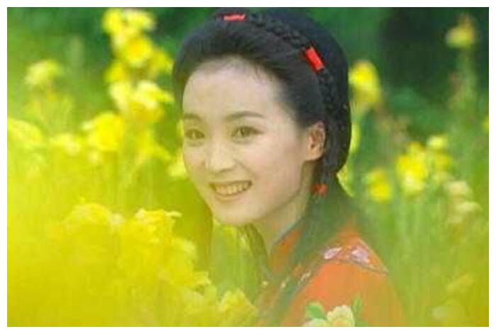 """《情深深》原著:陆振华强迫9位姨太太成婚,却一生""""有性无爱"""""""