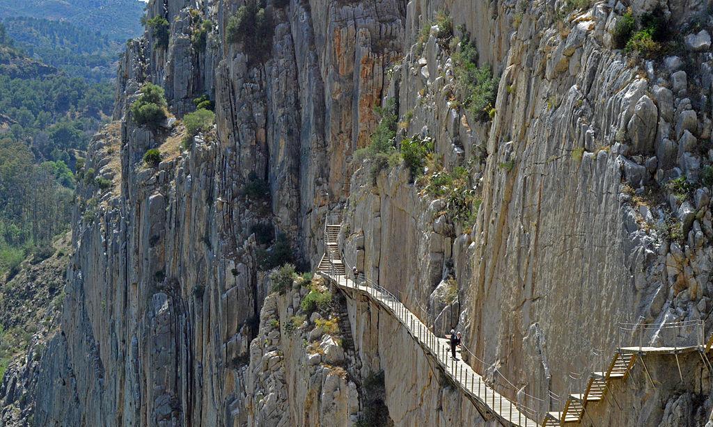 云旅游:盘点世界上根本就是飞檐走壁的超惊悚步道,艺高人胆大?