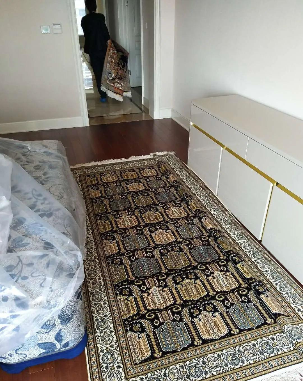 一块精编细织的手工真丝地毯,能让整个居室暖意流淌