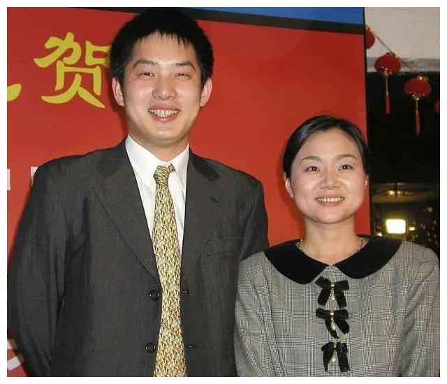 围棋冠军常昊家中锻炼!44岁帅气依旧,大8岁爱妻透露恩爱细节