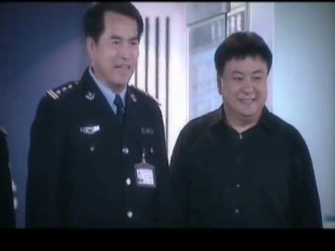 洪爱民建议范亮和周舟跟居委会协作