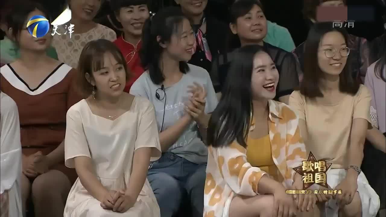 歌手李琼与王为念合唱《少年壮志不言愁》