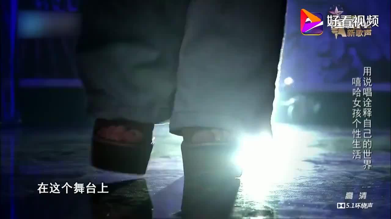 中国新歌声:万妮达这段rap,导师震惊全冲下来,那英听得..