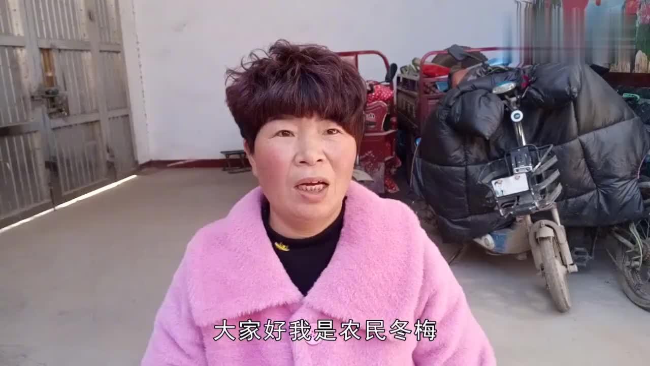 非常时期买不到口罩,农村大姐在家自制,原材料每个女人都有