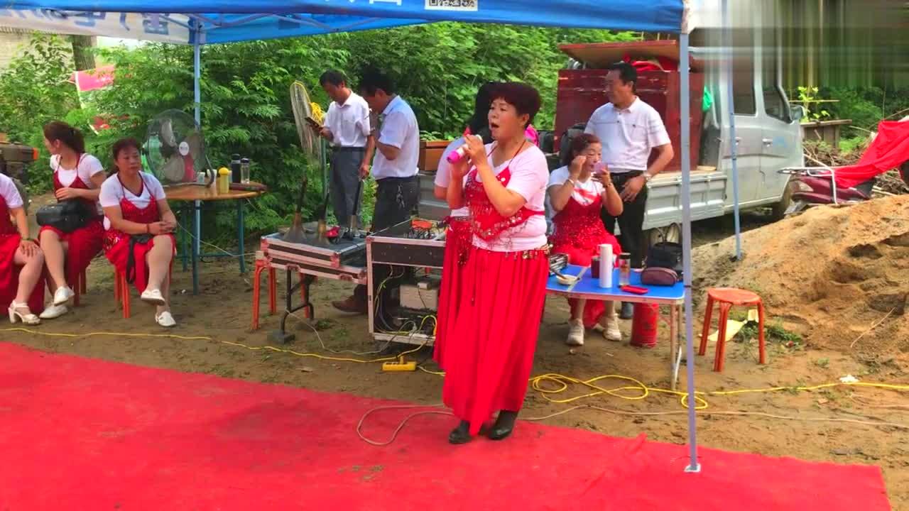 美女老师演唱河南豫剧《秦香莲》经典选段,字正腔圆,唱得很专业