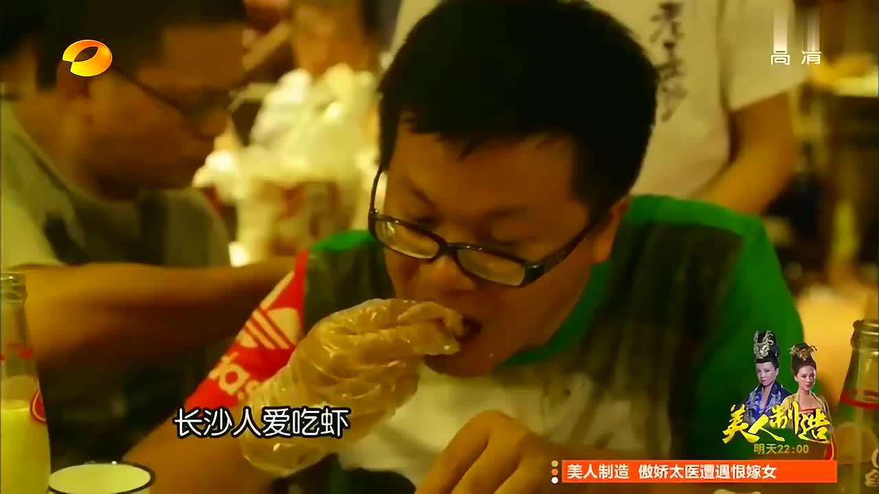 会做饭的男人超级帅,谢霆锋制作口味虾太有食欲,一口一个太过瘾
