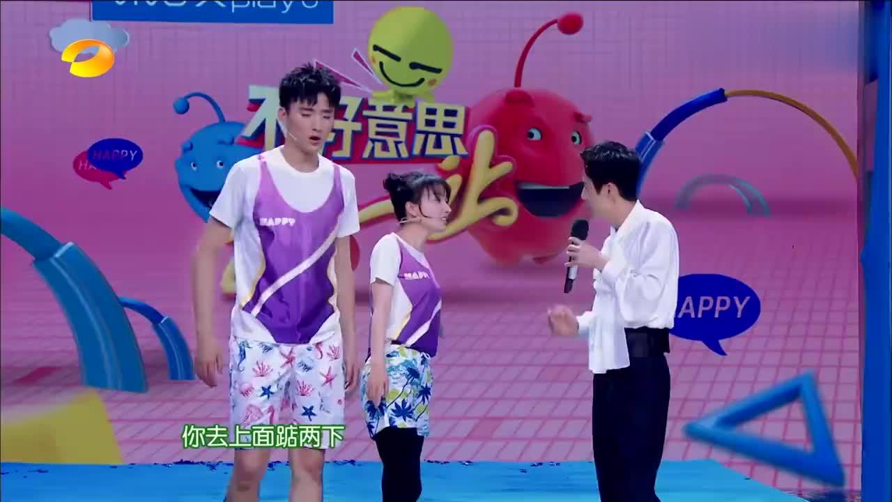 刘宪华不秀小提琴秀电子琴,行云流水弹得太棒,众明星为他打节拍