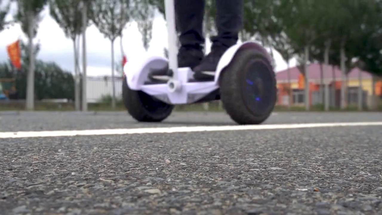 用越野车轮改装气垫板,用这来当交通工具真是奇葩