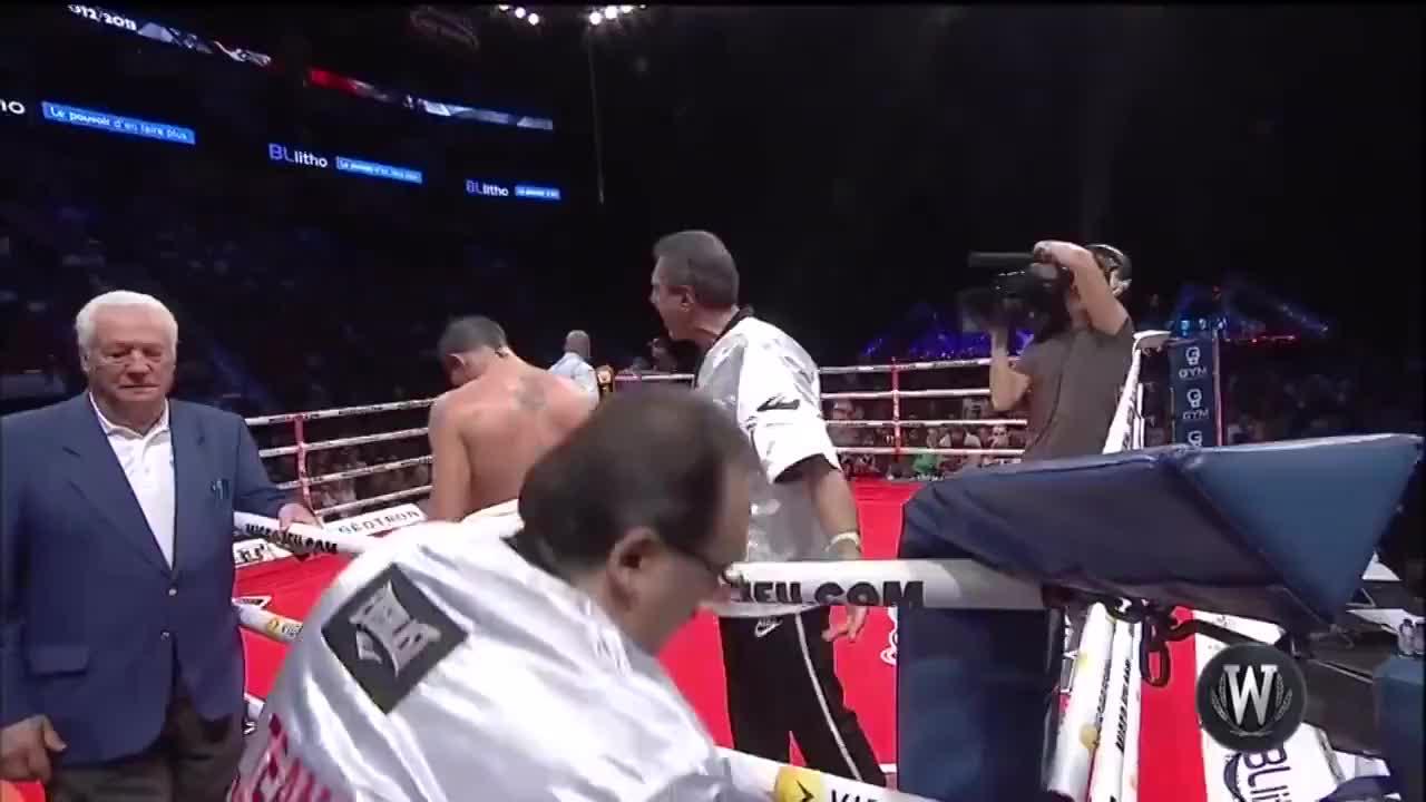 超人史蒂文森真是体能之王,最后一回合还能发起猛攻KO对手
