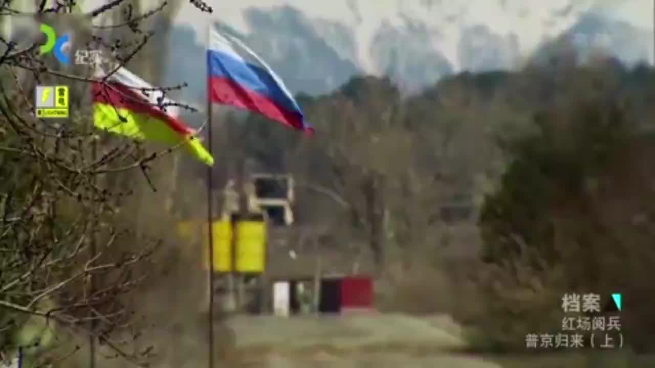 2008年,梅德韦杰夫也拿出了苏联的惯用手段,红场阅兵秀肌肉!