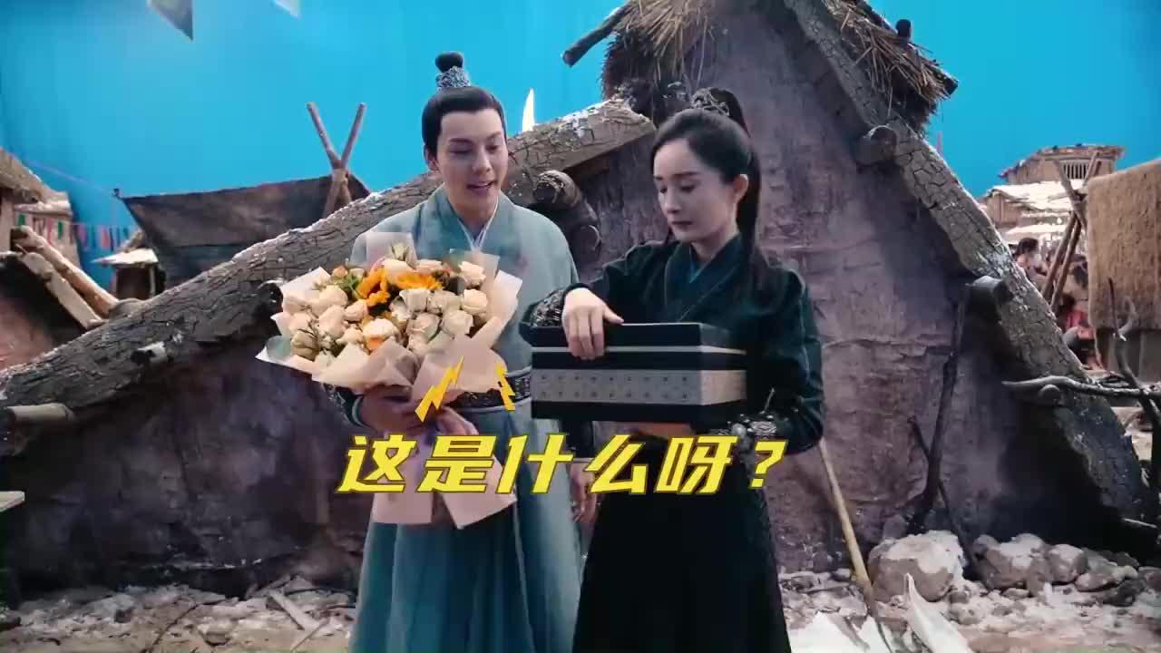 杨幂《斛珠夫人》杀青快乐,送给陈伟霆神秘礼物,笑声太魔性!