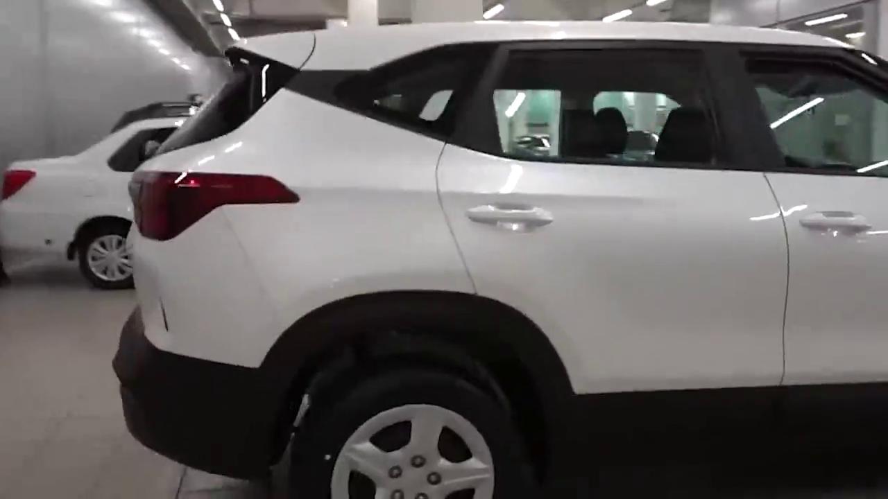 视频:2021款起亚KX3傲跑入库实拍,按下钥匙打开车门,才知道有多惊艳