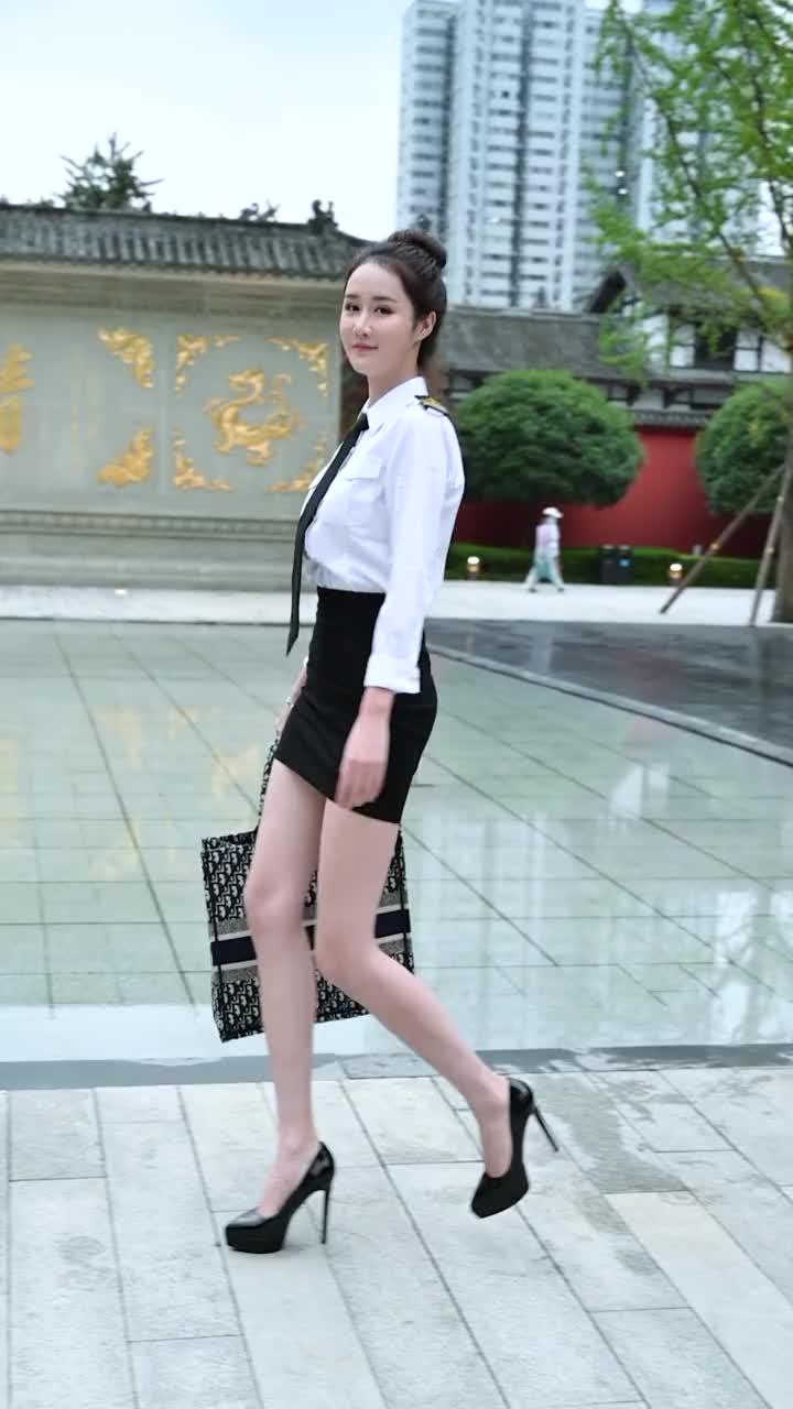 女孩子的鞋跟高度和颜值高度是成正比的吗?