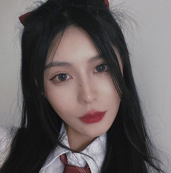 还记得《变形计》杨馥宇吗?如今20岁穿jk制服,美到不敢认