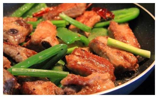 美食推荐:双椒煎排骨,西红柿菠菜鸡蛋汤,鸡煲的做法