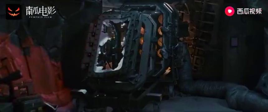 四侠遭遇危机,合力救出银影侠,里德小手一按,神秘飞船就过来了