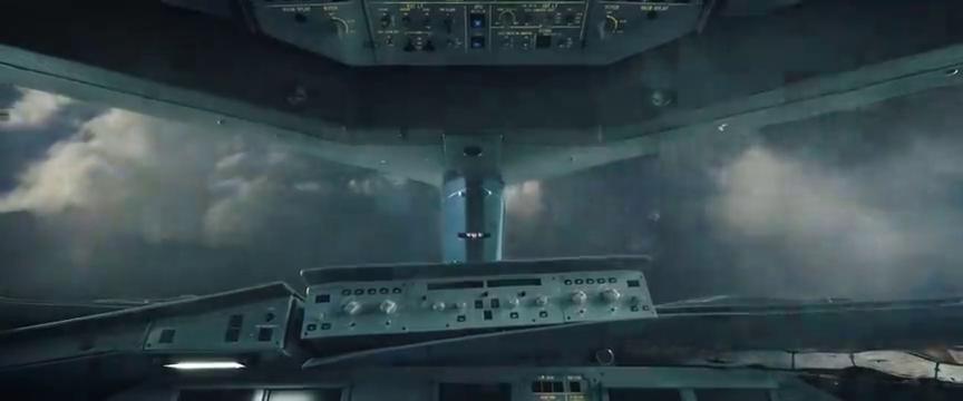 中国机长:玻璃爆裂客舱失压,客机闯入雷暴云群,心都快跳出来