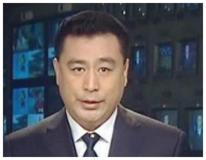 """隐退多年的央视主播张宏民,因""""不婚不育"""",被推上风口浪尖"""