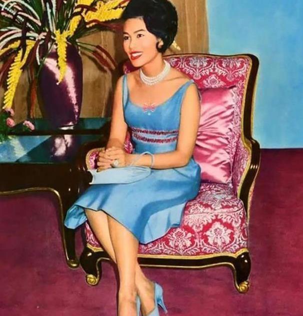 诗丽吉庆生照曝光,88岁穿印花衣依然时髦,儿媳苏提达都成为陪衬