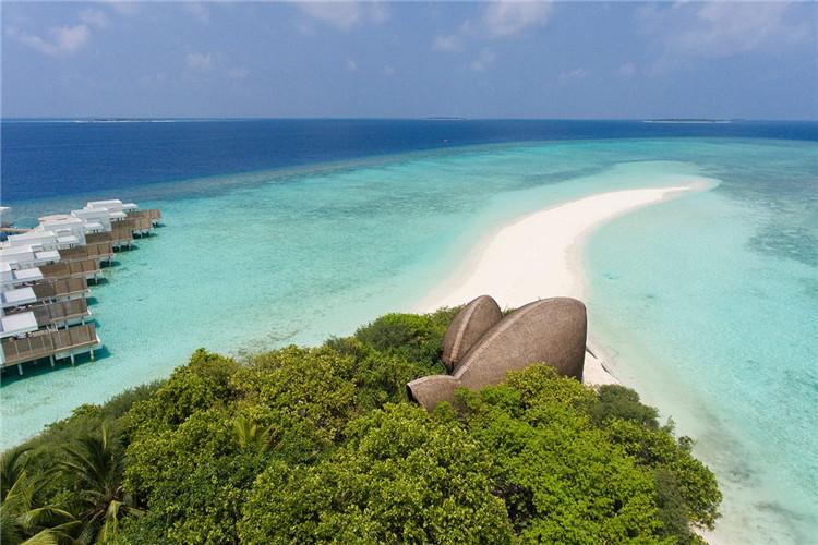 身处马拉西亚的海岛,因火山喷发聚集而成,天然原生态的岛屿