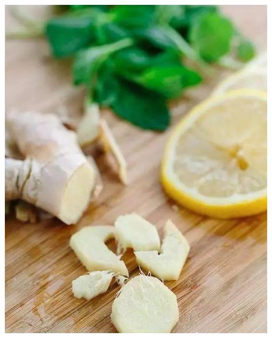 煎鱼时抹上一点这个,不破皮不粘锅还省油!留住更多营养