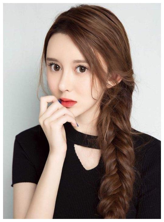 关于吴亦凡前女友的纷纷扰扰,秦牛正威并不是主角,小g娜才是