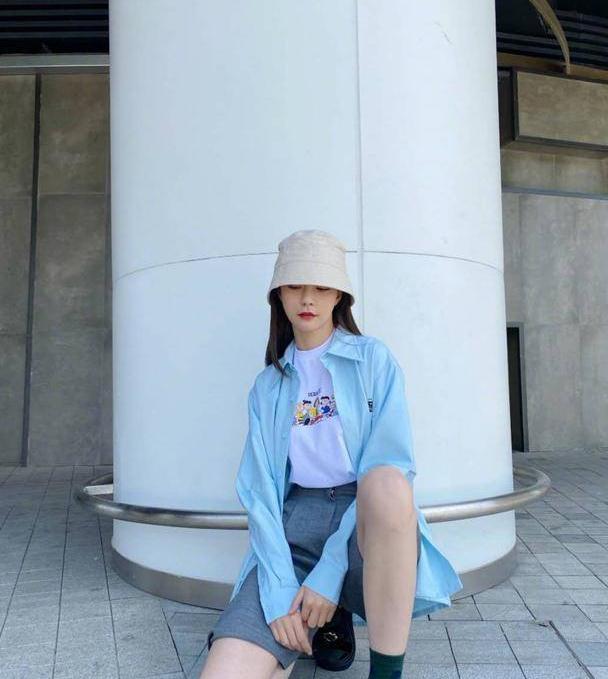 夏日跟着沈梦辰学穿搭,蓝色衬衣搭灰色短裤,是夏天该有的味道