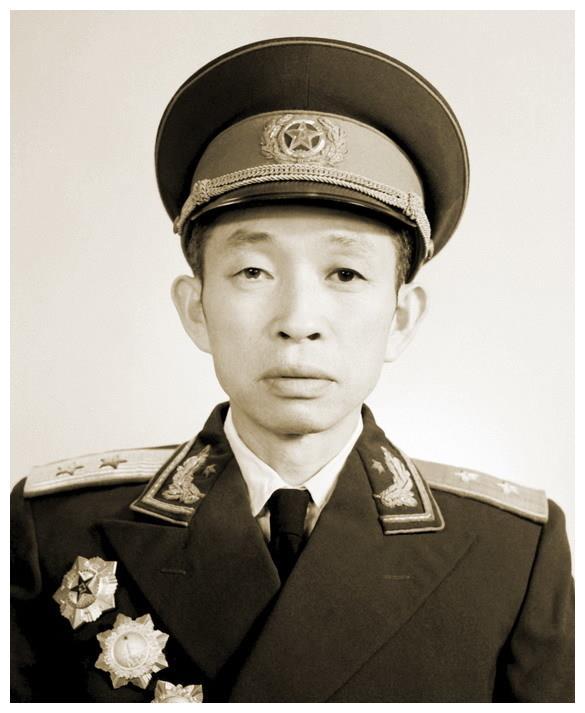 对越作战,邓小平为何临时用杨得志换下王必成?