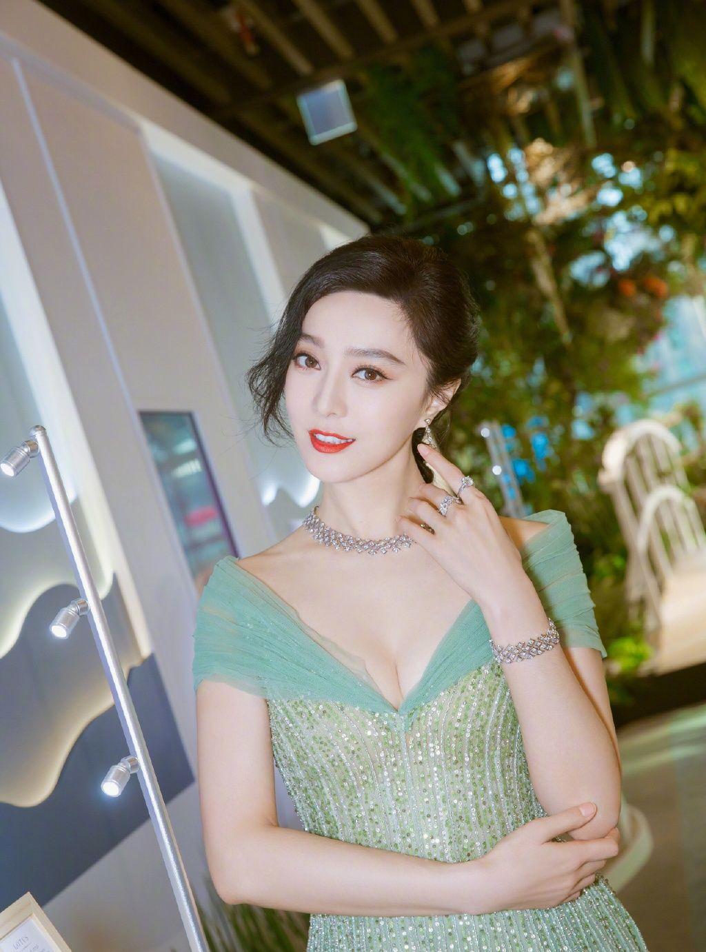 范冰冰美貌、清纯,高挑的身材,鹅蛋型的脸庞,你喜欢她吗?