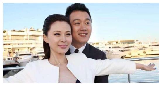 黄磊娶学生,周杰伦娶粉丝,古巨基娶经纪人,唯有他最硬核