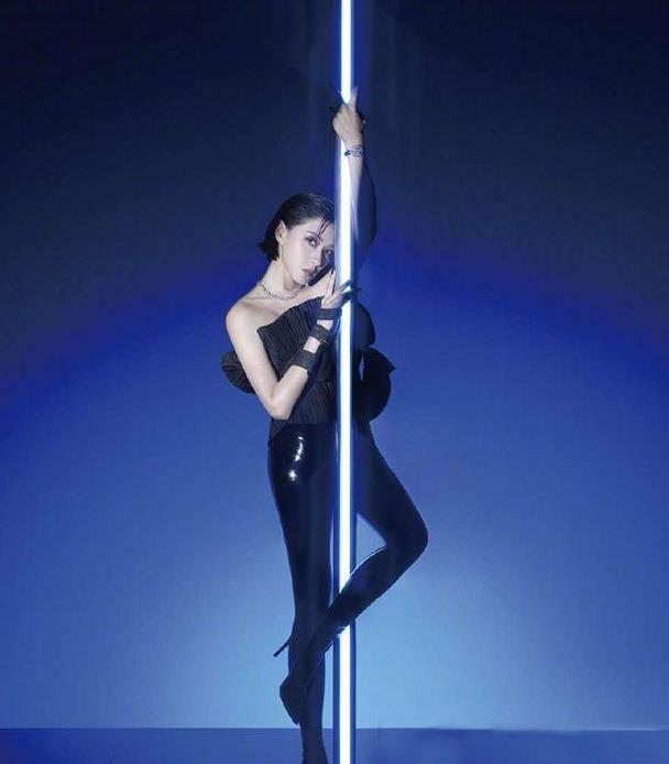 万茜钢管舞造型曝光,大胆突破常规,大长腿实力抢镜!高级脸实锤