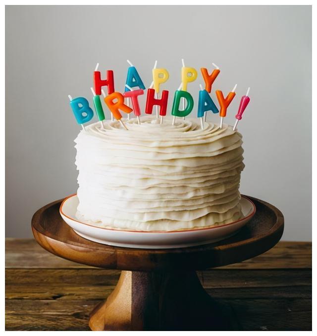 """蛋糕还能这样切?外国女子别出心裁的蛋糕切法,网友直呼""""天才"""""""