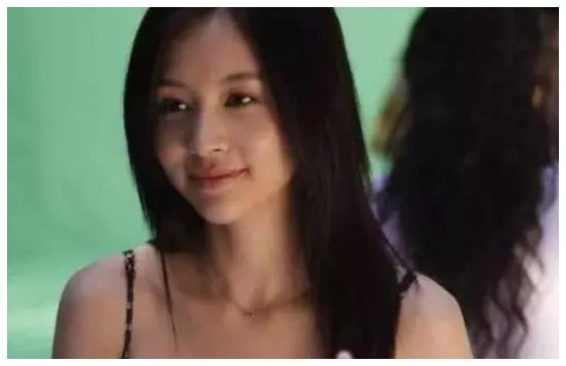 再也不说孙怡和李沁长得像了,看到王子文和她后,这才是复制粘贴