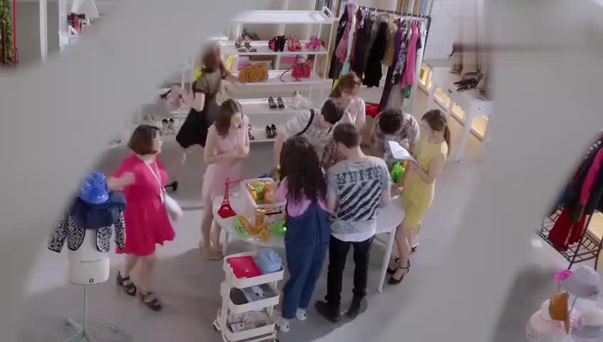 漂亮的李慧珍:慧珍出去买甜点,正好遇见了吉吉,她高兴疯了