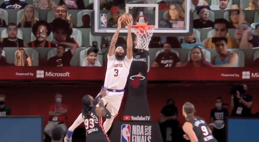 NBA总决赛继续进行,湖人对阵热火。首节热火一度打出18比3领先13分