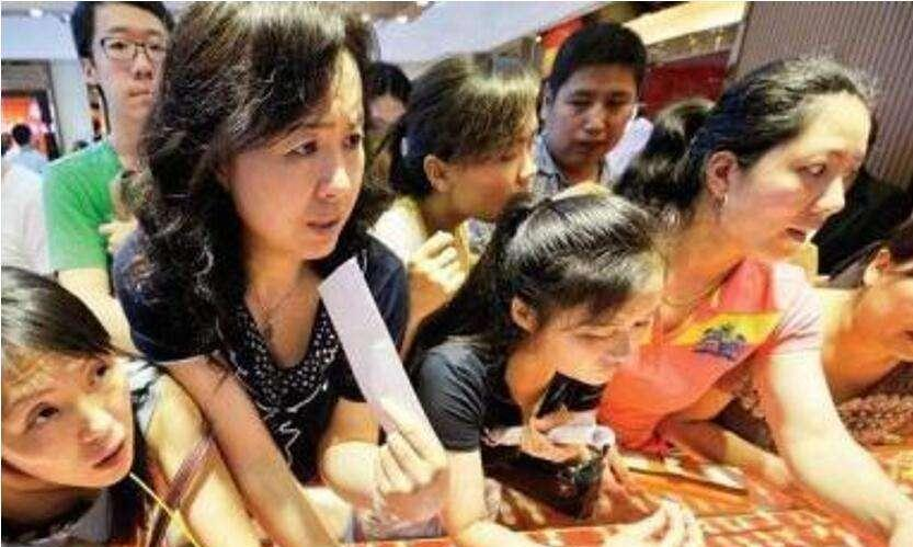 中国大妈火了,特殊的拍照姿势,引来老外纷纷效仿