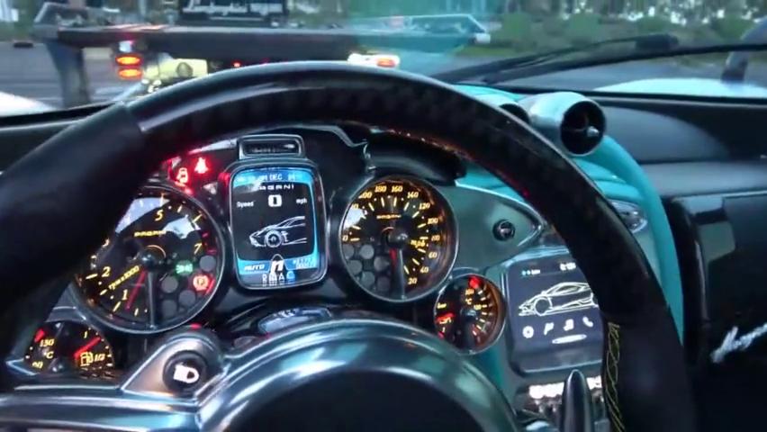 帕加尼,世界上最疯狂的超级跑车之一。近距离接触!