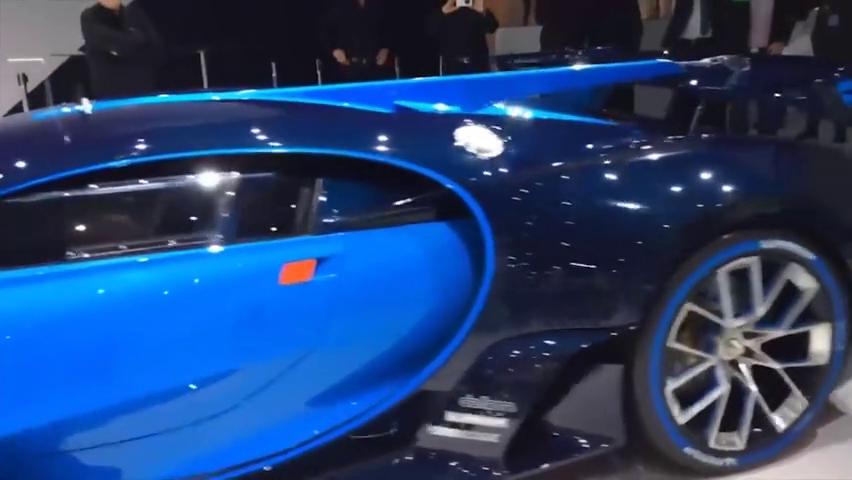 布加迪视觉GT-真正的汽车启动,加速,移动