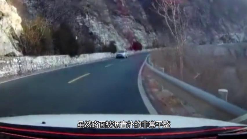 弯道轿车猛转弯,吓坏视频车主,差点没反应过来