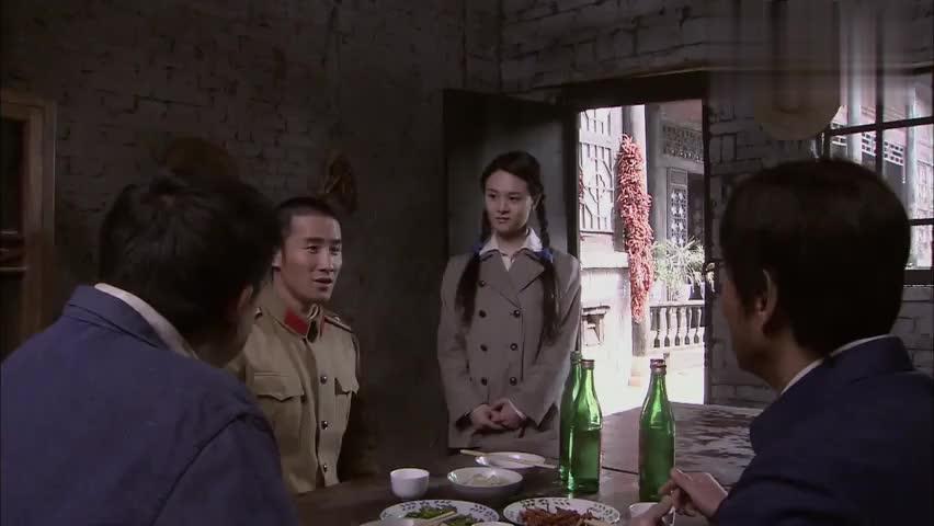 看到杜小茜的那一刻,肖剑飞的眼神呆滞,下一秒意外了!