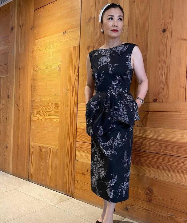 73岁汪明荃不服老,连衣裙配跟鞋气质优雅,年龄虽大气场取胜!