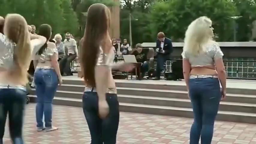 不愧是俄罗斯舞蹈大赛冠军,小姐姐不仅能跳,颜值也是没的说