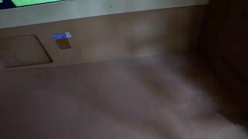 视频:大通v80改装房车,看着就舒适,睡觉做饭上厕所全搞定