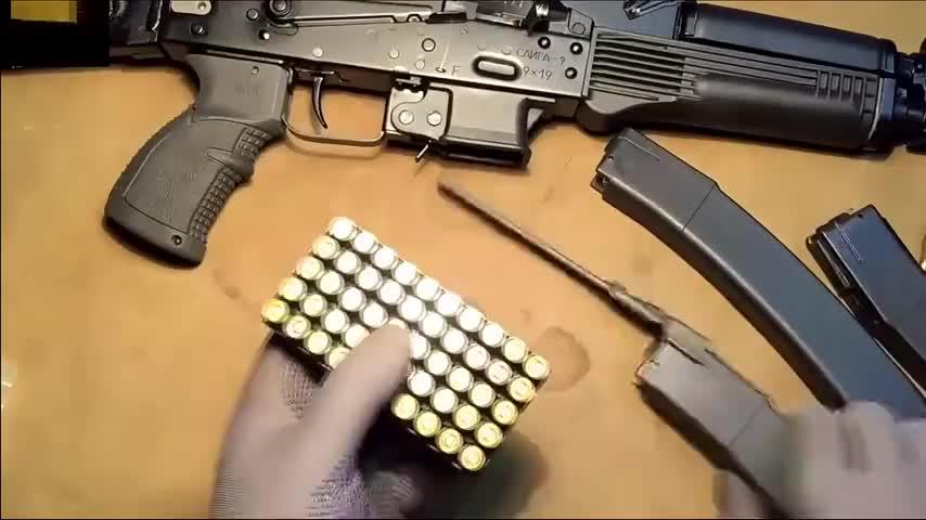 冲锋枪弹匣如何高效率装弹?这个小小的工具是必不可少的
