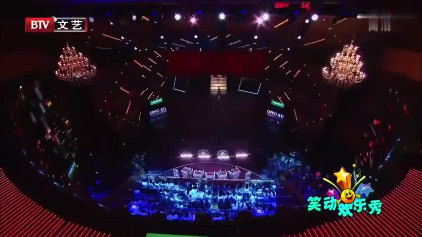 安悦溪演唱《舞娘+大艺术家》,热辣表演燃爆舞台,观众沸腾不止