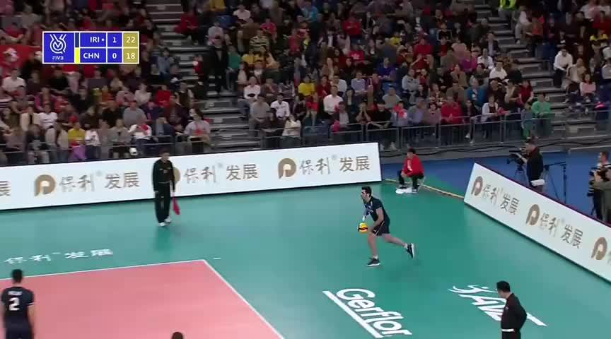 刘力宾暴力扣杀不解渴!中国男排20-25伊朗再失一局 总分0-2