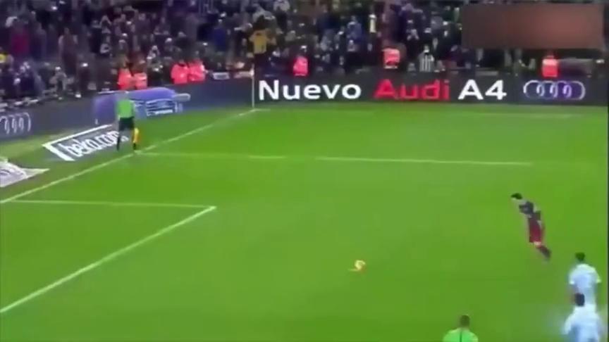 梅西点球思考了一秒钟,不料直接诞生了足坛最神奇的一个球?