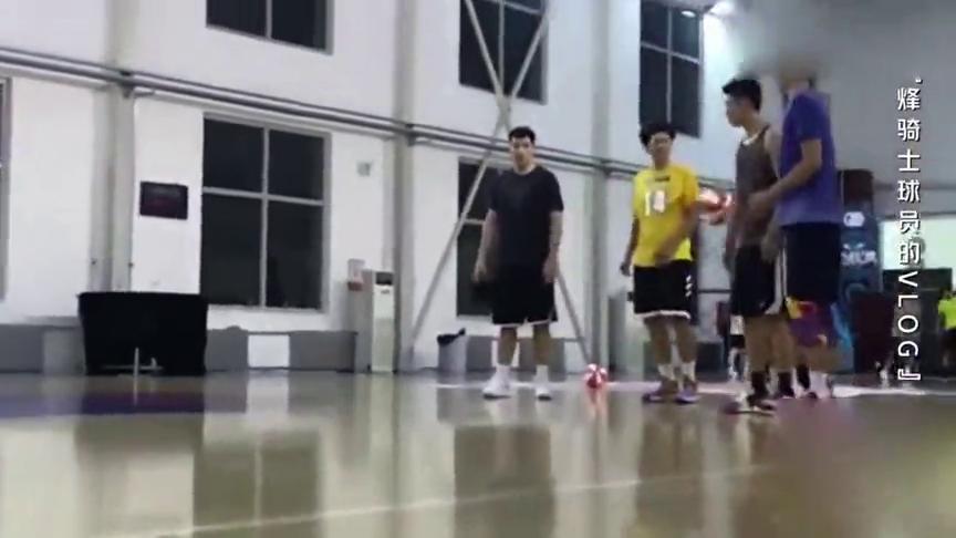 我要打篮球:全员魔性扣篮,齐跳梳头舞.